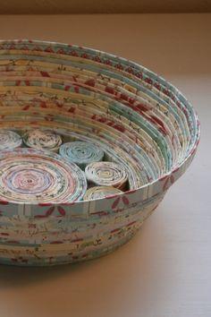 Papel Hecho a Mano en espiral bowl cesta azul medio por BlueTangDesigns