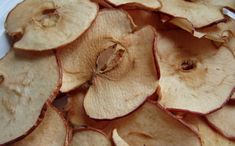 Baked Apple Chips are 32 calories for a 1/2 cup serving--they make for the perfect low calorie snack option! #bakedapplechips #applechips