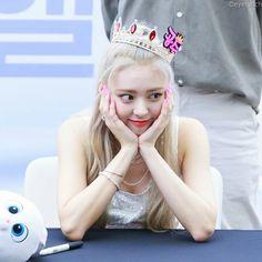Lotte World, New Girl, Korean Girl Groups, Entertaining, Princess, Inspiration, Kpop, Twitter, Celebrities