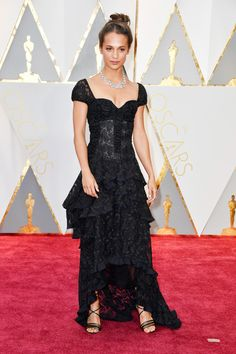 Alicia Vikander in Louis Vuitton at the 89th Annual Academy Awards. Photo: Frazer Harrison/Getty Images.