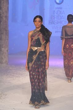 JJ Valaya. IBFW 15'. Indian Couture.