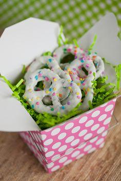 confetti pretzels DIY