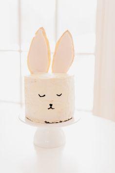 Bunny cake! http://www.stylemepretty.com/living/2015/03/27/diy-bunny-cake/   Photography: Nicole Bass - http://nicolebaasphotography.com/