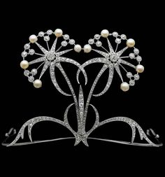 Platinum diadem in the shape of trientalis europaea, with diamonds and natural pearls, probably from Vever, Paris, early 1900s © Qatar Museums Authority http://artnews.blog.so-net.ne.jp/2012-10-05