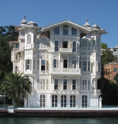 "This house, in the bosphorus: where was played the turkish series ""Binbir gece"" (""Thousand and one nights"")"