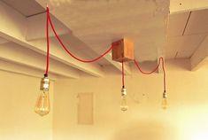 Luminaire / Lustre de bar ou salle à manger 3 ampoules à filaments type Edison suspendues fil vintage rouge plafonnier bois : Luminaires par l-atelier-d-arthur-et-valentine