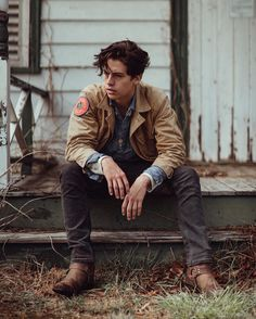@colesprouse We interrupt Botswana's scheduled programming to bring you this announcement: #Riverdale has been picked up! Catch #Jughead on the CW. A return to acting is gunna be a bit strange, but Im doing it with a good group of people. Alright, round two start.