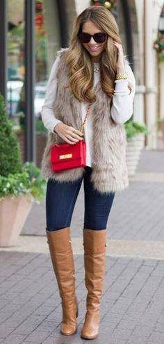 Blusa ruffles, vest IVNN paja, jeans AX, botas cafés altas.