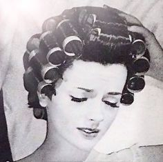Living in Curlers: The Days before Home Hairdryers Sleep In Hair Rollers, Hair Curlers Rollers, Sleep Roller, Roller Set, 40s Hairstyles, Curled Hairstyles, Vintage Glamour, Vintage Beauty, Curl Formers