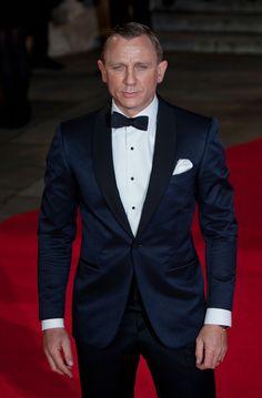 The Daniel Craig Fixation (Skyfall London Premiere) Daniel Craig Style, Daniel Craig James Bond, Craig Bond, Tuxedo Wedding, Wedding Suits, Sharp Dressed Man, Well Dressed Men, Moda Formal, Classy Suits