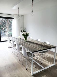 Ferre tafel made by Thinkwood/ interieurstyliste Julie Corigliano www.thinkwood.be #Steigerhout, #wood, #wit