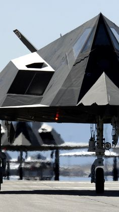 Nighthawk, Lockheed, F-117, stealth, attack aircraft, U.S. Air Force, stealth technology, runway