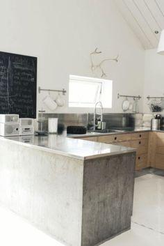 antlers, chalkboard, stainless, wood | Keuken | Kitchen | Stoer met hout, beton en RVS | www.kristyle.nl