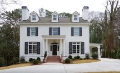 Painted brick houses: what color to paint the brick This brick of this classic house was painted in Benjamin Moore White Dove. Photo credit Burke Coffey Architecture Design Inc. Colonial Exterior, Traditional Exterior, Exterior House Colors, Exterior Paint, Exterior Design, Brick Design, Exterior Houses, Siding Colors, Roof Colors