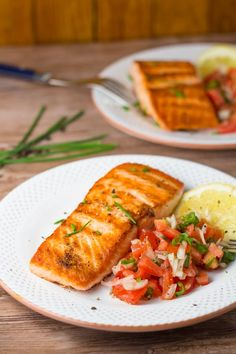 Pan Grilled Salmon with Tomato Salsa - Salu Salo Recipes Tilapia Recipes, Veggie Recipes, Fish Recipes, Seafood Recipes, Veggie Food, Salmon Dishes, Fish Dishes, Grilled Fish, Grilled Salmon