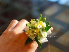 """""""ring"""" corsage Could also use tiny flowers on a wrist corsage."""