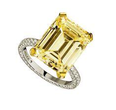 Solitaire Messika http://www.vogue.fr/mariage/bijoux/diaporama/bagues-de-fiancailles-diamants-jaunes-solitaires/20130/image/1045092#!messika-bague-diamant-jaune