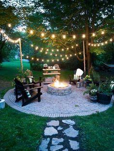 Ulkotulisija mökille Backyard Seating, Fire Pit Backyard, Backyard Patio, Backyard Landscaping, Diy Patio, Rustic Backyard, Landscaping Design, Flagstone Patio, Outdoor Seating