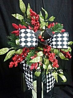 Top Hat Christmas Lantern Swag, Christmas Tree Topper, Harlequin Christmas Lantern Swag, Centerpiece Black