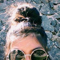 Fotos Tumblr fáceis de imitar com coque e óculos