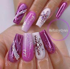 Holiday Nail Designs, Holiday Nails, Beauty, Beauty Illustration, Christmas Nails
