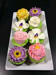 Beautiful flower cupcakes for Easter. Adore these gorgeous cupcakes! The magnolia would be great for Easter In Mississippi! Pretty Cupcakes, Beautiful Cupcakes, Fun Cupcakes, Gorgeous Cakes, Cupcake Cookies, Amazing Cakes, Fancy Cakes, Cute Cakes, Mini Cakes