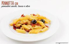 La pasta con pomodori secchi, tonno e olive nere è un primo piatto velocissimo e gustoso, buono in qualsiasi stagione. Si prepara in pochi minuti.