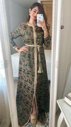 Hijab Fashionista, Pakistani Dresses Casual, Moroccan Caftan, Mode Hijab, Sari, Fashion Dresses, Tunic, How To Wear, Clothes