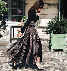 Fall Street Style Outfits to Inspire Street Style at Paris Fashion Week Spring Style at Paris Fashion Week Spring 2016 Fashion Weeks, Paris Fashion, Autumn Fashion, Street Fashion, Fashion Spring, Modest Fashion, Fashion Dresses, Skirt Fashion, Street Style Chic