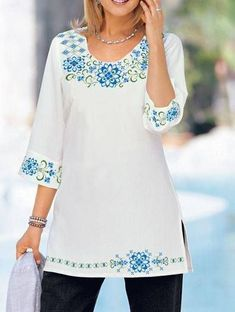 44 Embroidered Tops That Will Make You Look Fantastic Modest Fashion, Fashion Dresses, Look Fashion, Womens Fashion, Club Fashion, Mexican Dresses, Embroidered Tunic, Mode Hijab, Elegant Outfit
