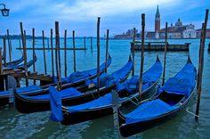 Italy / Venice - Gondola by Manu Foissotte