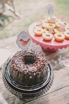 EVERYTHING you need to host an adorable vintage bridal shower including free printables on Showerbelle.