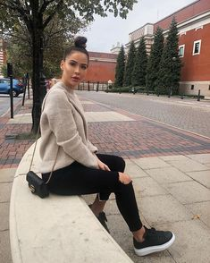 best winter street casual chic you are looking for page 3 Cute Swag Outfits, Simple Outfits, Classy Outfits, Summer Outfits, Alexander Mcqueen Sneakers Black, Alexander Mcqueen Baskets, Black Sneakers Outfit, Sneakers Looks, Style Désinvolte Chic