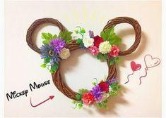 隠れミッキーみたいで可愛いと好評♡簡単DIYできる『ミッキーリース』のデザインまとめ* Flower Circle, Disney Diy, Wreath Crafts, Seasonal Decor, Origami, Diy And Crafts, Mickey Mouse, Projects To Try, Bouquet