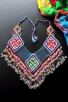 Beaded Jewelry Patterns, Textile Jewelry, Tribal Jewelry, Jewelry Art, Fashion Jewelry, New Rangoli Designs, Mehndi Design Pictures, Brazilian Embroidery, Bead Crochet