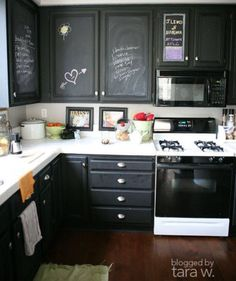 Getting Creative with the Chalkboard Paint! Paint over your kitchen cupboards with chalkboard paint! Black Kitchen Cabinets, Painting Kitchen Cabinets, Kitchen Paint, Black Kitchens, Home Kitchens, Kitchen Decor, Kitchen Ideas, Inside Cabinets, Small Kitchens