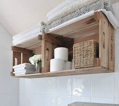 49 beautiful storage spaces Ideas for small bathrooms - DIY and decoration - Badezimmer - Diy Wooden Crate, Wooden Decor, Wooden Boxes, Wooden Crates On Wall, Ideas Baños, Craft Ideas, Ideas Para, Decorating Ideas, Storing Towels