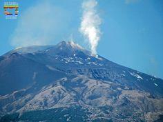 L'Etna dans toute sa splendeur... Découvrez nos weekend exclusifs sur l'Etna! #sicile #ecotours #ecotourisme #unaltrasicilia #vacances #voyages #etna #trekking #dégustation #excursion #automne #automne2017 #weekend #randonnée #naturelovers