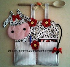 to put menu cards in for the kitchen? Sewing Crafts, Sewing Projects, Projects To Try, Crafts To Make, Arts And Crafts, Diy Crafts, Farm Crafts, Patch Quilt, Love Sewing