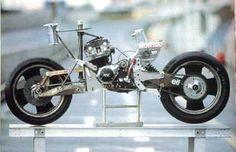 elf-eの構造が最もよく分かるショット。 エンジンはCB900FベースのRS1000