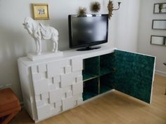This hack is absolutely amazing.  Bri was inspired by an item on 1stdibs and made her malachite dream come true with EXPEDITE shelves.