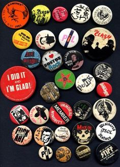 Punk Button Badge Set 25mm 1 inch Music Punk/'s Not Dead Safety Pin