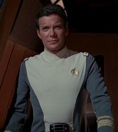 Admiral James Tiberius Kirk (William Shatner) from Star Trek: The Motion Picture Star Trek Original Series, Star Trek Series, Stargate, Science Fiction, James T Kirk, Star Trek Uniforms, Star Trek 1, Star Trek Images, Star Trek Characters