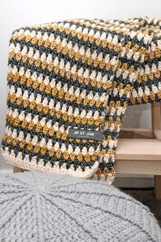 update - Jip by Jan Sjaal Scheepjes Stonewashed Crochet Afghans, Modern Crochet Blanket, Crochet Blanket Patterns, Crochet Scarves, Crochet Shawl, Crochet Clothes, Knitting Patterns, Crochet Blankets, Crochet Home