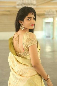 Collection of Latest Golden color blouse designs ideas on wedlockindia.See more ideas on golden blouse designs, Kerala blouse designs and more. Golden Blouse Designs, Golden Saree, Saree Blouse Neck Designs, Indian Beauty Saree, Indian Sarees, Girls Blouse, Fancy Sarees, Beautiful Saree, India Beauty