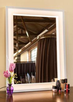 Fácil de fazer, o espelho com iluminação em LED facilita a aplicação da maquiagem