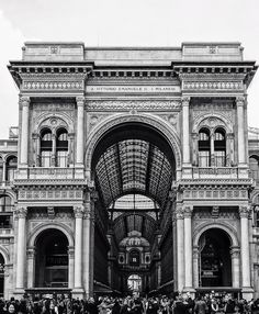 #galleriaVittorioEmanuele #VittorioEmanueleGallery #pickersFrancescoFerrari  #IgersItalia #blackandwhite #laRinascente  #streetphoto #italy #Milano #Milan #iamdifferent #NikonItalia #SonyItalia #CanonItalia #postcard #closeup #people #city #Francesco_Ferrari_ph #03qita #02q #Voghera #milanodavedere #IgersItalia #igerslombardia #igersMilano # by ferrari_francesco_ph