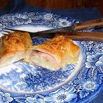 Een heerlijke en ook nog eens leuk uitziende variatie op de 'gewone'witlof met ham en kaas uit de oven. Eenvoudig te maken en groots resultaat.