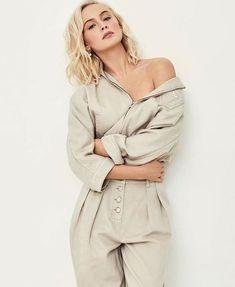 Zara Larsson poses in fashionable pieces for Grazia Italy Fashion Model Poses, Fashion Shoot, Fashion Portraits, Unique Fashion, Trendy Fashion, Womens Fashion, Fashion Fall, High Fashion, Fashion Trends