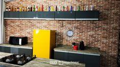 """Saiba como decorar um ambiente de maneira prática e rápida sem gastar muito! Terceiro episódio da série """"PROJETO CRIATIVO"""" A Imprimax forneceu espaço e materiais para que arquitetos e design de interiores esbanjassem sua criatividade, mostrando as possibilidades da utilização de vinil autoadesivos na decoração. Veja o projeto criado pela arquiteta e urbanista JANAINA BARBOSA E Design, Flat Screen, Kitchen Cabinets, Table, Furniture, Home Decor, Architects, Environment, Creativity"""